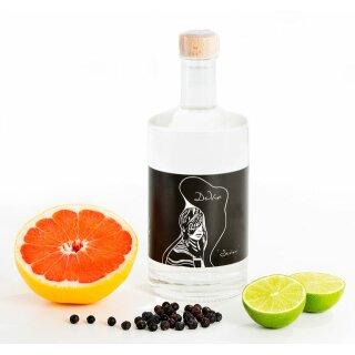 Gin Senor Adam, De Vin by Lisa Bauer